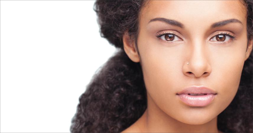 Frau mit dunkle Haut, Hauttyp 5
